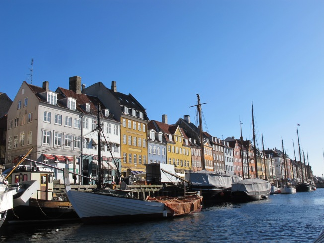 Waterfront restaurants & cafew - modern commerce at Nyhavn
